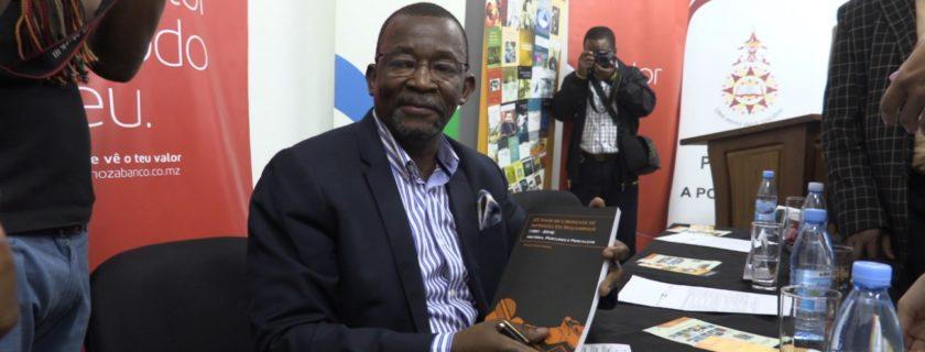 Director Executivo do SEKELEKANI lança ʺ25 Anos de Liberdade de Imprensa
